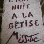 Missstic pierre double face L'art nuit a la bétise. M, 18,5x13